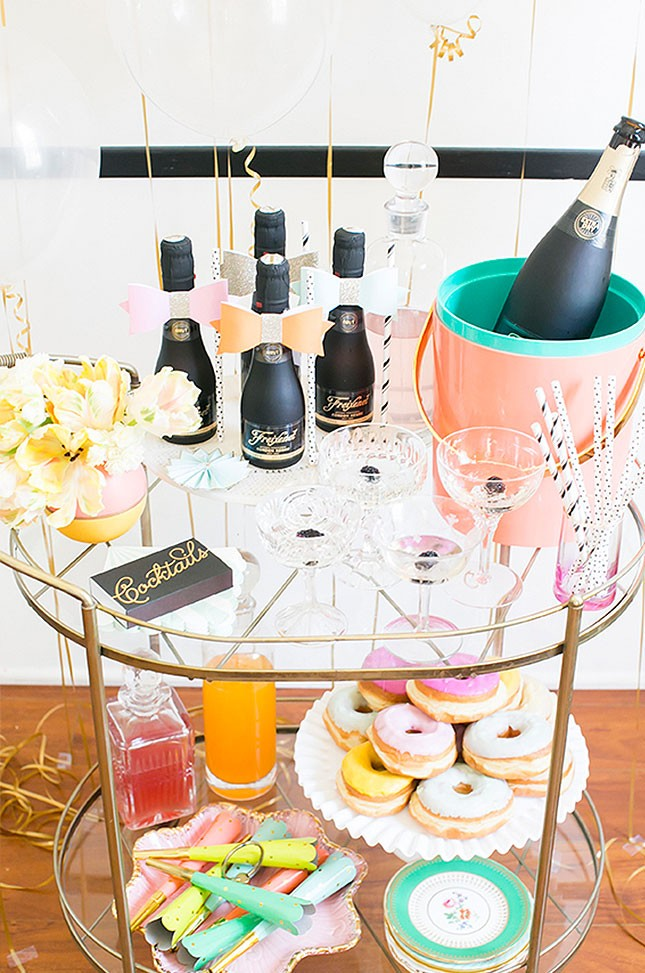 14-spring-bridal-shower-bar-cart-645x973