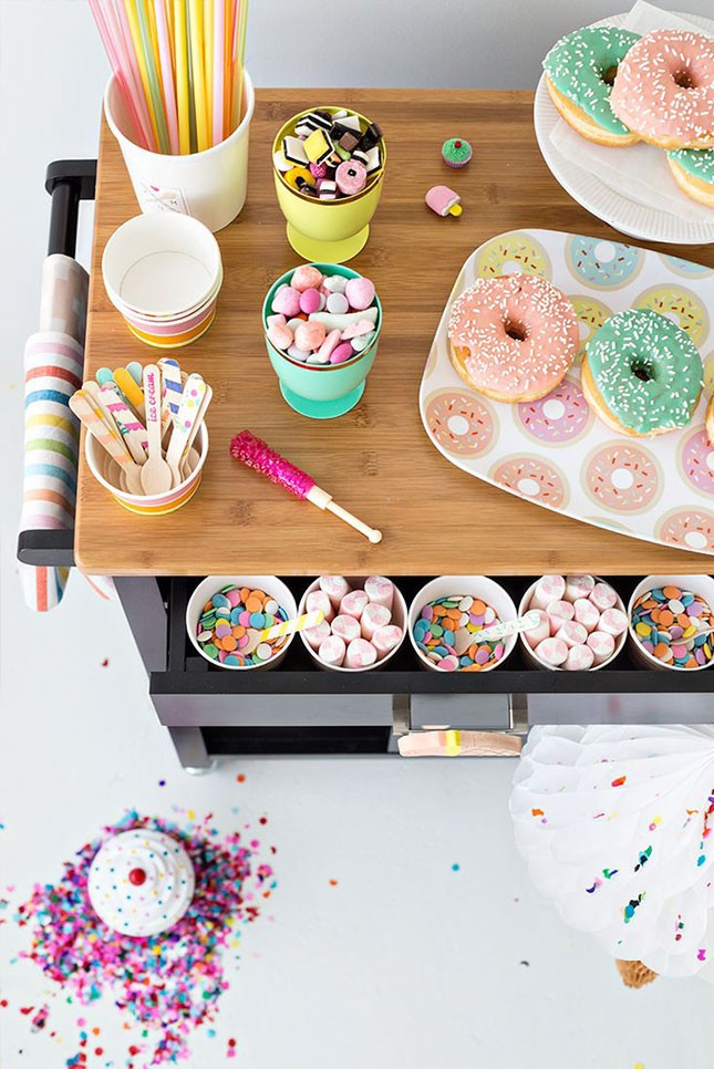 6-spring-bridal-shower-donut-bar-645x966