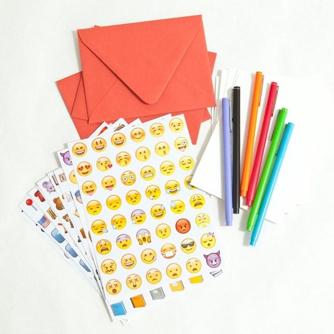 DIY-Emoji-Wedding-Cards_0003