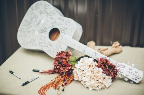 22-Funny-Wedding-Guitar-Décor-Ideas14-500x332