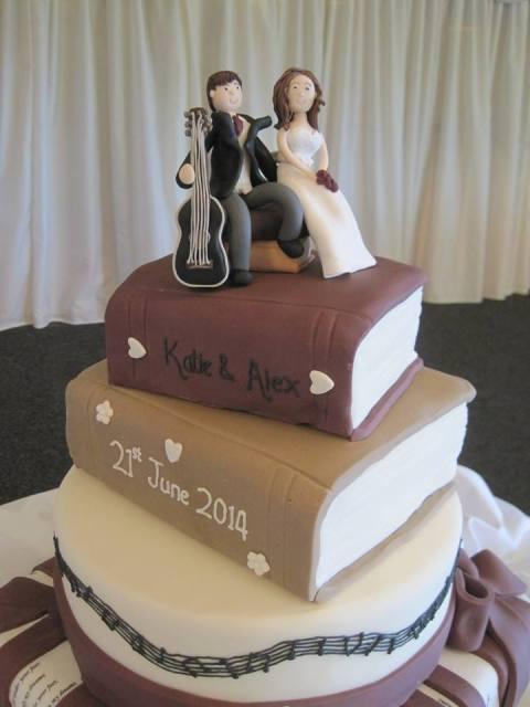 22-Funny-Wedding-Guitar-Décor-Ideas21