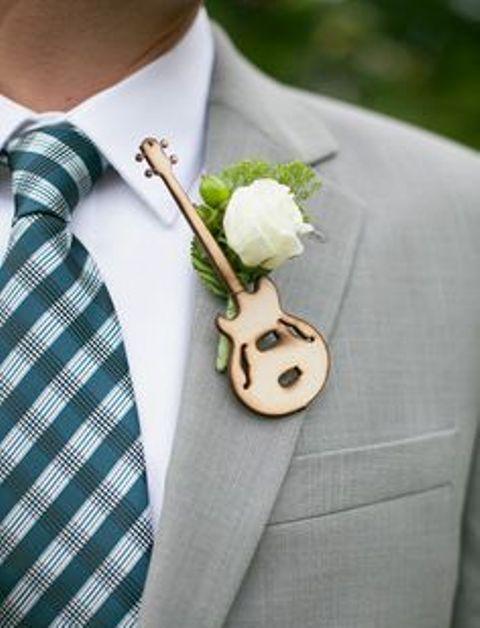 22-Funny-Wedding-Guitar-Décor-Ideas4