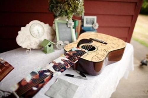 22-Funny-Wedding-Guitar-Décor-Ideas5-500x332