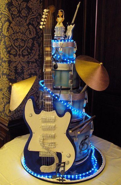 22-Funny-Wedding-Guitar-Décor-Ideas9