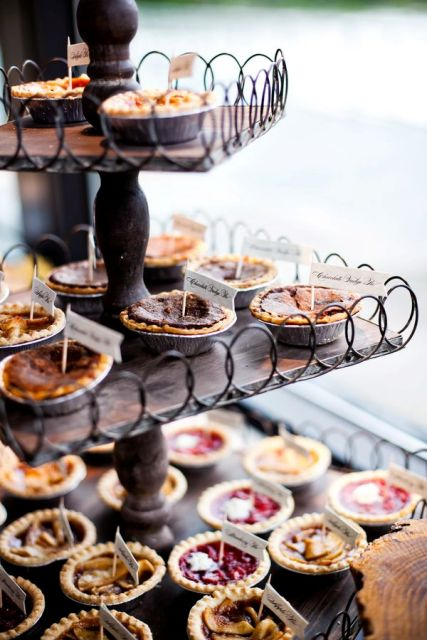 22-Cozy-Pie-Bar-Ideas-For-Your-Wedding15