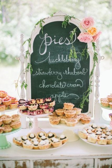 22-Cozy-Pie-Bar-Ideas-For-Your-Wedding2