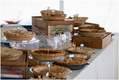 22-Cozy-Pie-Bar-Ideas-For-Your-Wedding22-500x334