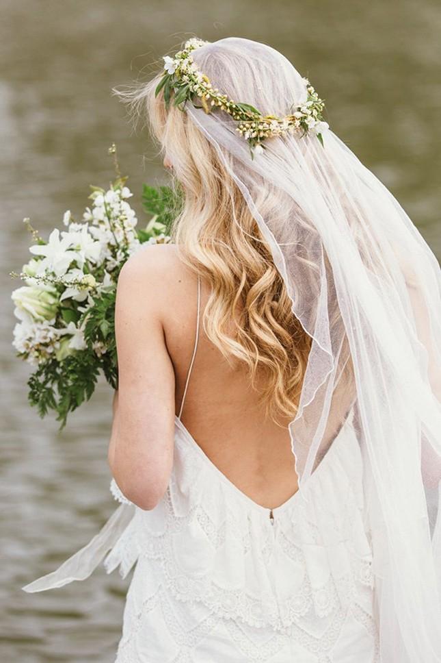10-floral-crowns-bridal-inspiration-coco-wedding-venues-06-645x968