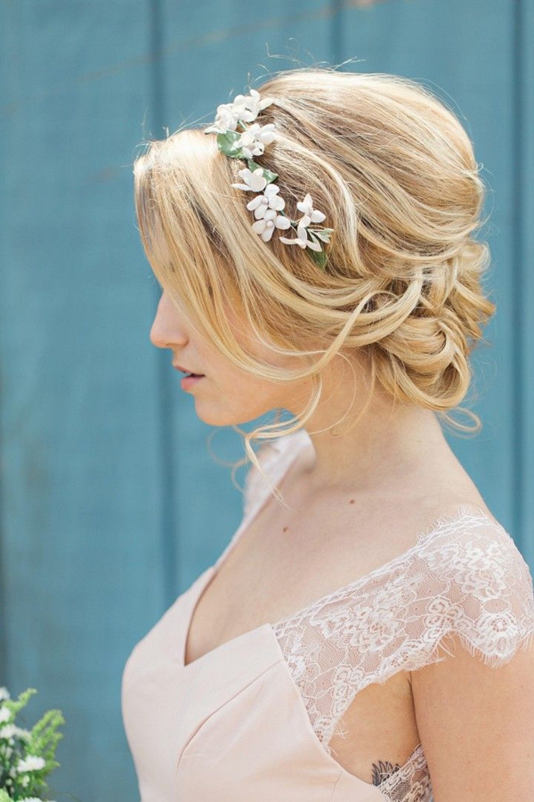 classic-wedding-hairstyles-with-floral-bridal-headbands