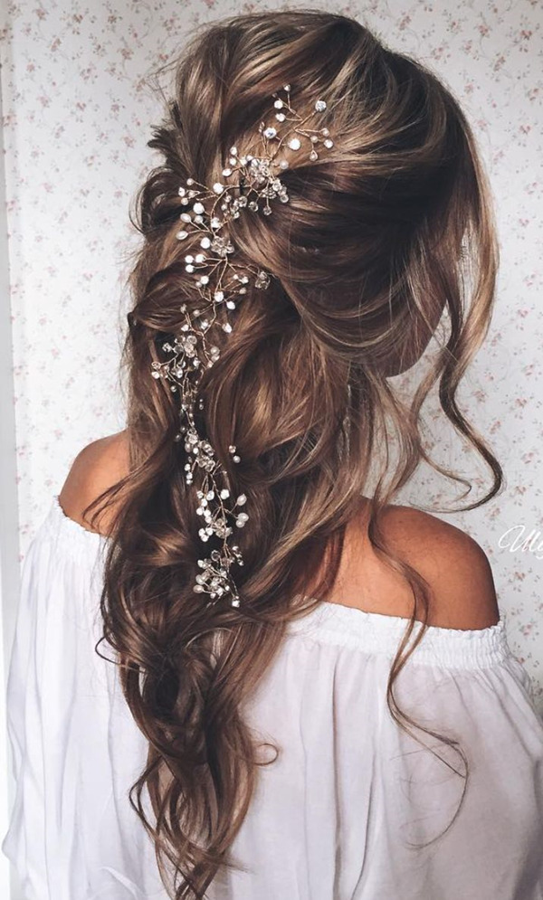 pulled-back-loose-waves-wedding-hairstyles-with-bridal-headpieces-for-long-hairs